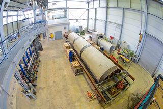 Dichtheitsprüfung am Rohrstrang: Stahlbeton DN1600, 11m lang, gefüllt mit 22 m³ Wasser und mit 10 m Wassersäule beaufschlagt.
