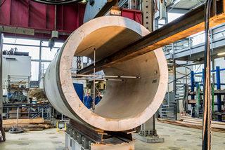 Stahlbeton-Vortriebsrohr vor der Prüfung...