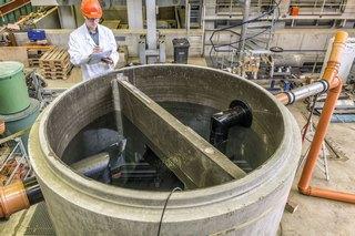 """Der """"Agilex"""" auf dem IKT-Prüfstand: Wie gut kann er Schmutzpartikel im Wasser zurück halten?"""