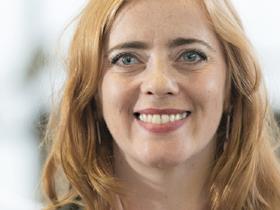 Portrait von Frau mit roten Haaren