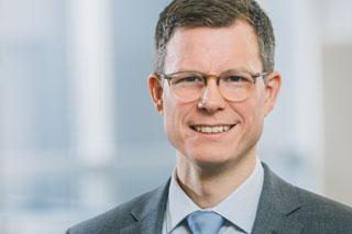 Portrait von Mann mit Brille