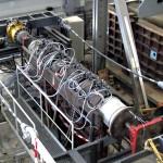 Versuchsstand mit Rohren und Kabeln zur Rohrvortriebssimulation