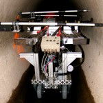 MAC-System im Einsatz: ein Druckzylinder presst gegen die Rohrwandungen, Wegaufnehmer messen die Verformung