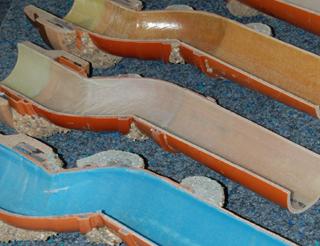 Anschaulich: Proben aus dem Warentest zeigen Liner, Rohr und ausgetretenes Harz