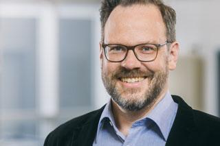 Portrait von Mann mit Brille und Bart
