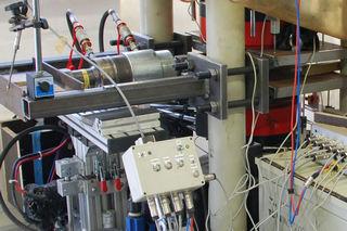 Schubverformung von Druckübertragungsmitteln unter Vertikal- und Horizontalbelastung