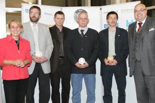 von links: Staatssekretärin Christiane Friedrich (NRW-Umweltministerium), Jürgen Malzkuhn, Frank Büser, Andreas Benstem, Roland W. Waniek (IKT)