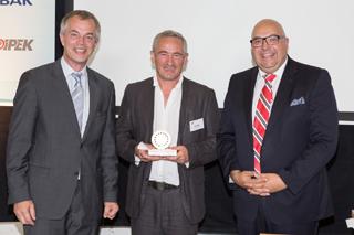 Erster Platz für das Arbeits- und Rettungssystems MobiK von Stefan Grotzki (mitte)