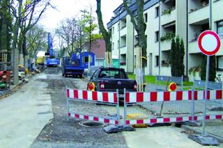 Baustelle: Kanalbau in einem Wohngebiet