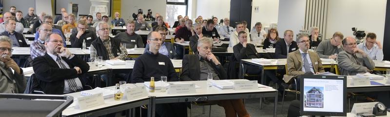 """Kommunalvertreter aus dem ganzen Regierungsbezirk Detmold nehmen am """"OWL-Kanalbetriebstag 2014"""" teil."""