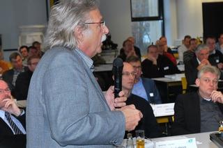 Thomas Sürder von der Bezirksregierung Detmold erläutert die neue SüwVO Abwasser.