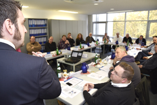 Teilnehmer im Seminarraum