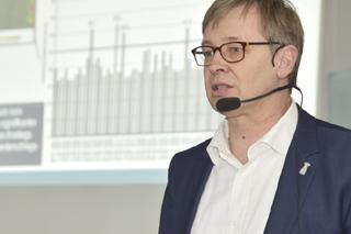 Henning Werker bei seinem Vortrag