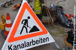 Kanalarbeiten - Baustellenschild, Werkzeug, Inspektionstechnik