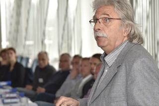 Thomas Sürder während seines Vortrags