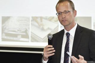 Prof. Bosseler während seines Vortrags