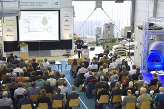 Tagungsbereich in der IKT-Versuchshalle