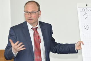 Marco Schlüter im Gespräch mit den Teilnehmern