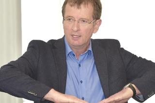 Reinhard Beck während seines Vortrags