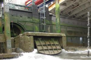 Überlaufbauwerk an der Themse