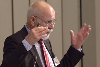 Viktor Mertsch während seines Vortrags