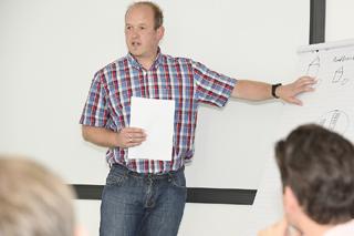 Ein Teilnehmer während seines Vortrags