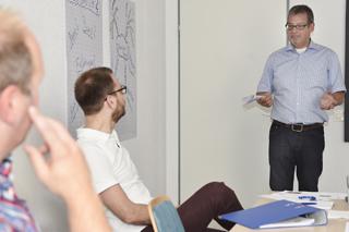 Teilnehmer während seines Übungsvortrags