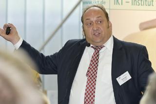 Frank Grauvogel während seines Vortrags