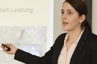 Carolin Stark präsentiert ihre Abschlussarbeit