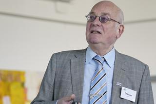 Klaus Beyer während seines Vortrags