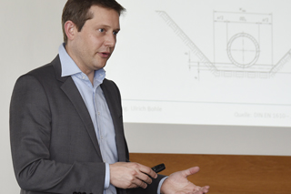 Ulrich Bohle während seines Vortrags