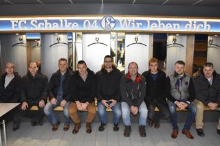 Gruppenbild in der Schalker Kabine