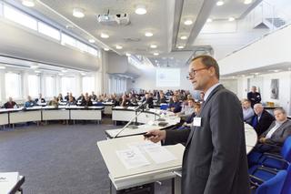 Sechs Thesen zur Rolle der Abwasserbetriebe: Prof. Dr.-Ing. Bert Bosseler, Wissenschaftlicher Leiter des IKT