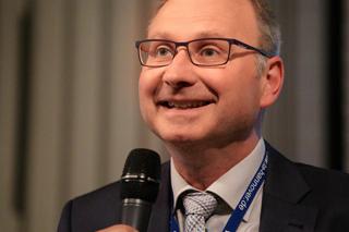 Portrait Mann mit Mikrofon