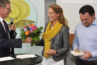 Daniela Fiege und Alex Braun mit dem Goldenen Kanaldeckel