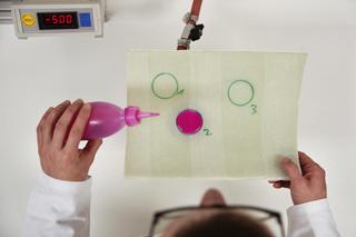 Prüfung der Wasserdichtheit im IKT-Labor