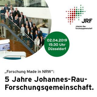 """Einladung zur Jubiläumsfeier """"5 Jahre JRF"""" mit Menschen auf einer Treppe"""