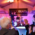 Band auf Bühne in Festzelt