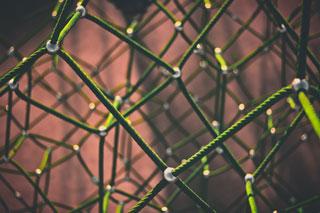Klettergerüst aus grünen Seilen